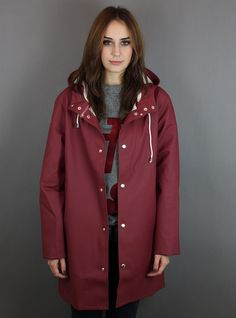 Raincoats For Women London Rainy Day Fashion, Langer Mantel, Preppy Girl, Yellow Raincoat, Rain Gear, Raincoats For Women, Rain Jacket, Women Wear, Rain