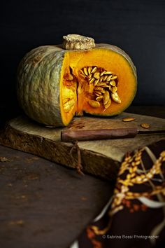 Pumpkin by Sabrina Rossi Fruit And Veg, Fruits And Vegetables, Photo Fruit, Vegetable Design, Vegetables Photography, Dark Food Photography, Fruit Art, Food Pictures, Food Styling
