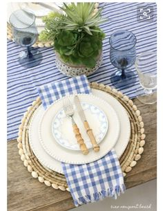 Blue & white table setting