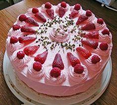 Erdbeertorte mit zarter Joghurtcreme 7 Strawberry cake with delicate yoghurt cream 7 Strawberry Cakes, Strawberry Recipes, Cookie Recipes, Dessert Recipes, Pie Recipes, Dessert Food, Cheesecake Recipes, Flaky Pastry, Cream Cake