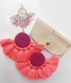 fuschia & coral tassel earring  #handcrafted #handmade #giftideas # handcraftedgifts #artistmarket #creativefinds #onlinegiftstore #uniquegifts #handmademovement #supportsmallbusiness #madewithlove #giftsforher #earrings