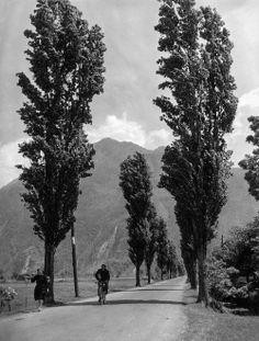 Lake Como 1953 by Erika Groth-Schmachtenberger Streets Have No Name, Comer See, Lake Como Italy, Hotels, Vintage Italy, Female Photographers, Bike Life, Vintage Photographs, Places To See