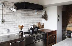 復古咖啡廳在我家!名古屋 29 坪工業風公寓改造 - DECOmyplace 室內設計裝潢與居家佈置社群 Cafe Interior, Kitchen Cabinets, Home Decor, Cooking, Kitchen Cupboards, Homemade Home Decor, Decoration Home, Kitchen Shelves, Interior Decorating