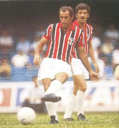 Gerson of Sao Paulo & Brazil in Good Soccer Players, Football Players, Sao Paulo Football, Sao Paulo Brazil, Most Popular Sports, International Football, Retro Football, White Shorts, Running