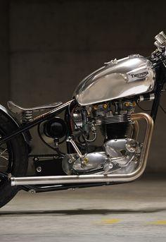 Triumph.. Chrome... Moto mucci