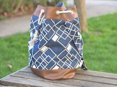 Die Matchbag ist eine lässige Tasche für unterwegs. Der Verschluss mit Ösen und Kordel ermöglicht einen großen und komfortablen Tascheneingriff. Auf Wunsch kannst du zusätzlich einen kleinen...