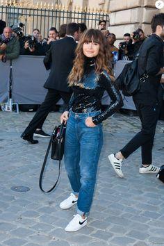 Miroslava Duma arrive au défilé Dior le 2 octobre 2015 More