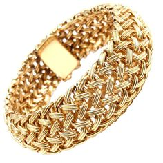 Pre-owned TIFFANY & CO Wide Woven Braided Yellow Gold Bracelet ($5,400) ❤ liked on Polyvore featuring jewelry, bracelets, joias, gold, gold jewelry, bangles, gold bracelet, 14k gold bracelet, bangle bracelet and woven bracelet