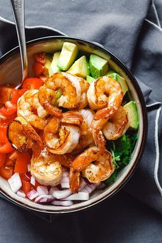 If you're looking for easy keto recipes for breakfast, lunch, dinner, snacks and fat bombs, look no further! Here's the best keto diet plan for you. Shrimp Avocado Salad, Avocado Salad Recipes, Salmon Recipes, Seafood Recipes, Keto Recipes, Cooking Recipes, Healthy Recipes, Dinner Recipes, Healthy Foods