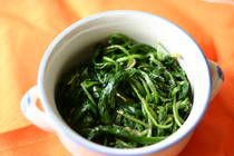 "Sigumchi Namul(Korean Spinach salad side dish ""banchan"") Em helped to make this for our meal here and I've always liked this recipe. Korean Appetizers, Appetizer Recipes, Dinner Recipes, Recipe Recipe, Tasty Recipe, A Food, Food And Drink, Korean Side Dishes, Kitchens"