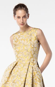 """Photo from album """"ршлро"""" on Yandex. Women's Fashion Dresses, Casual Dresses, Short Dresses, Day Party Outfits, Brocade Dresses, Festa Party, Vintage Inspired Dresses, Carolina Herrera, Everyday Outfits"""