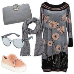 Look per il tempo libero composto da vestito di maglia con fantasia  floreale e481fcbe25a