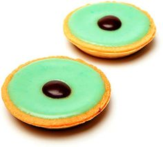 The number one pastry sales in western Switzerland is the famous Kermit green tart: the Carac (also sometimes spelled Karac or even Caraque).