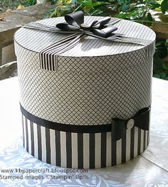 Everyone wore a hat to church and all hats came in a Hat Box! Now you can't get a hat box unless you pay separately. Love the design of this box. Decoupage, Vintage Hat Boxes, Diy And Crafts, Paper Crafts, Pretty Box, Altered Boxes, Shabby Vintage, Box Design, Trinket Boxes
