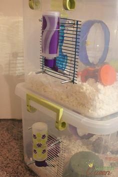 How to: DIY Three Story Gerbil Cage ook goed voor hamsters Dwarf Hamster Cages, Hamster Bin Cage, Gerbil Cages, Hamster Life, Hamster Habitat, Hamster Stuff, Gerbil Toys, Diy Bunny Cage, Plastic Storage