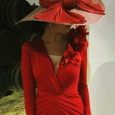 Seguidoras como Carmen, con diseños de @fernandoclarocostura que no pueden lucir más espectaculares! #invitada #invitadas #invitadaboda #invitadaboda #invitadaconestilo #invitadasconestilo #lookinvitada #lookboda #boda #bodas #wedding #weddingguest #guest #style #fashion #moda #invitadaperfecta #invitadasperfectas #tocado #tocados #pamela #pamelas #madrina #madrinas