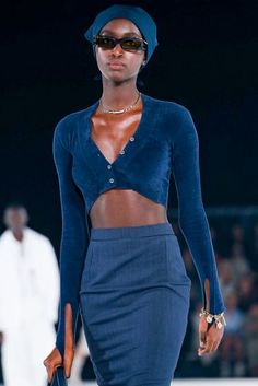Jacquemus Fall Winter 2020 - 2021 fashion show in Paris (January Live Fashion, 90s Fashion, Couture Fashion, Fashion Show, Fashion Design, Runway Fashion Outfits, Mode Vintage, Looks Vintage, Mode Style