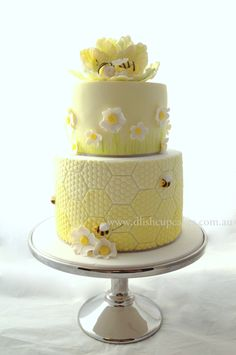 Bee themed baby shower cake. Designed and created by www.dlishcupcakes.com.au