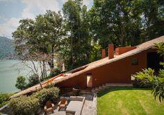 OfHouses 452. Ricardo Legorreta Vilchis /// Legorreta II (Lourdes) House /// Valle de Bravo, Mexico /// 1973