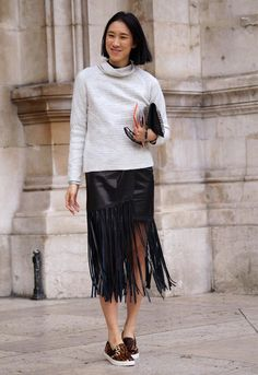 One trend we noticed surfacing from NY Fashion week is all things fringe… Especially the skirt. Fringe Fashion, Fashion Tag, Only Fashion, Skirt Fashion, Love Fashion, Fashion Week Paris, Pullover Mode, Rockn Roll, Fashion Story