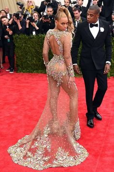 Beyoncé at the Met Gala: Fashion's Biggest Night Has Become Her Annual State of the Union Address | E! Online Mobile