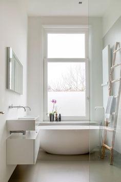 Kast onder de wastafel(s) moderne badkamer: moderne Badkamer door choc studio interieur