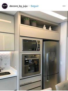Kitchen Room Design, Kitchen Cabinet Design, Interior Design Kitchen, New Kitchen Cabinets, Kitchen Appliances, Grey Feature Wall, Micro Kitchen, Kitchen Layout Plans, Fancy Houses