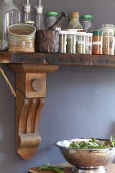 Love this kitchen shelf!