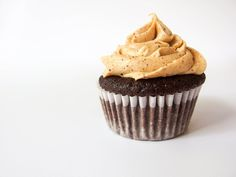 I made a recipe combining all three brands of Wild Friends, Kodiak Cakes, and Bizzy Coffee! Then I thought, which flavors would be good together? Chocolate Coffee Cupcakes, Chocolate Peanut Butter Cupcakes, Coffee To Go, Espresso Coffee, Kodiak Cakes, Caramel Buttercream, Best Espresso Machine, Coffee Varieties, Blended Coffee