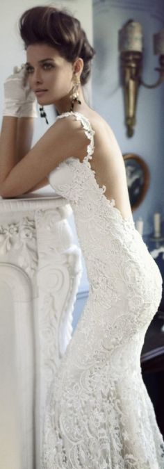 Lace wedding gown backless