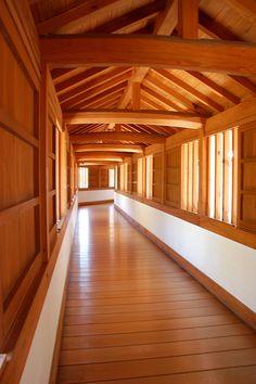 Hallway of Himeji castle, Japan - I love the warmth of the wood here. Conoce más sobre impresionantes castillos en el blog de www.solerplanet.com