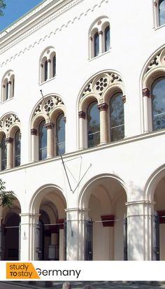 Сегодня LMU — один из лучших вузов Европы и мира. Здесь представлен широкий спектр специальностей и высочайший уровень образовательных программ.⠀ ⠀ Крупнейшие исследовательские центры Германии работают при Мюнхенском Университете. LMU — передовой национальный исследовательский институт в области медицины.   #германия #европа #lmu #наука #образование #образованиезарубежом #мюнхен #университет #мюнхенскийуниверситет #вуз #высшееобразование Mansions, House Styles, Building, Home, Manor Houses, Villas, Buildings, Ad Home, Mansion