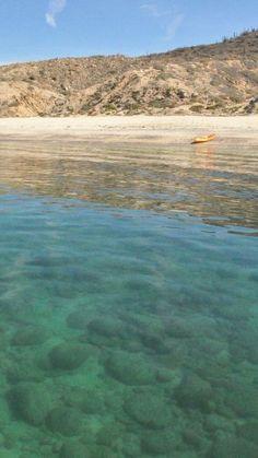 Kayak a playas prístinas