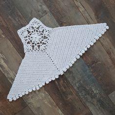 Crochet Summer Tops, Crochet Bikini Top, Crochet Blouse, Top Tejidos A Crochet, Crochet Top, Mode Du Bikini, Diy Crafts Crochet, Crochet Leaves, Crochet Doily Patterns