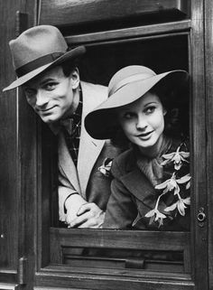 Laurence Olivier and Vivien Leigh in London on a train to Denmark in order to perform in their theatrical production of 'Hamlet', 1937.