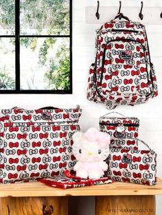 This latest #Ju-Ju-Be collection is to be treasured. Sweet collection of bags and lunch caddies printed with #HelloKitty's bows.
