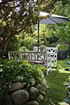 Bamsehytten i Rørvig   Outdoor Rooms, Outdoor Gardens, Outdoor Living, Indoor Gardening, Scandinavian Cottage, Scandinavian Style, Garden Cottage, Garden Living, White Gardens