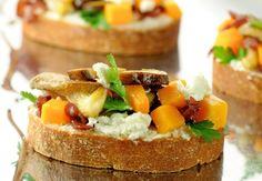 Bruschetta's met Vlaamse rauwmelkse geitenkaas, butternut & paddenstoelen Tapas, Dutch Recipes, Cooking Recipes, Brunch, Bruchetta, Snack, Camembert Cheese, Sandwiches, Veggies
