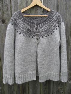 foggy maren cardigan on craftsy. Also on Ravelry called Top-Down Icelandic Sweater by Ragga Eiríksdóttir. Designer Ragga Eiríksdóttir teaches you how to knit a fun, authentic Icelandic sweater from the top down and in the round. Sweater Knitting Patterns, Cardigan Pattern, Knit Patterns, Knit Cardigan, Knitting Sweaters, Gray Cardigan, Fair Isle Knitting, Free Knitting, Knitting Ideas