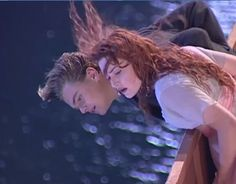 Looking at the iceberg. Best Tv Couples, Movie Couples, Couples In Love, World Movies, Sad Movies, Titanic Behind The Scenes, Titanic Movie Facts, Leonardo Dicaprio Kate Winslet, Leo And Kate