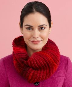 Fast and easy cowl, found on : http://cache.lionbrand.com/printablePatterns/L0427T.pdf