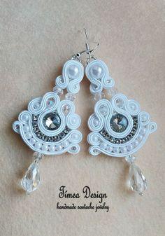 Handmade soutache white earring By Tímea Design - Bánfi Tímea Handmade Bridal Jewellery, Handmade Necklaces, Bridal Jewelry, Beaded Jewelry, Make Your Own Jewelry, Jewelry Making, Bride Earrings, Soutache Necklace, Quilling Jewelry