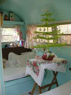 interior-aqua and white