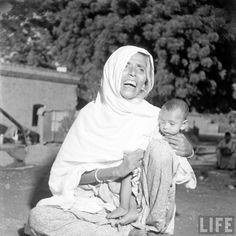Rare Photos Of Partition Of India, 1947 History Of Pakistan, India And Pakistan, Rare Photos, Vintage Photographs, Indigo Plant, Asia, Indian People, British Government, British Colonial