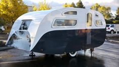 Ideas Repair Small Campers Classic Travel Trailer, Teardrop campers are getting more and more popular today since they're relatively cheap and make camping considerably more convenient. Small campers h. Old Campers, Small Campers, Vintage Campers Trailers, Vintage Caravans, Camper Trailers, Retro Campers, Airstream, Classic Campers, Small Trailer