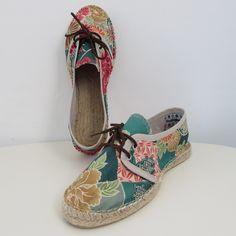 Spadrilles, tipo sneaker, casual, realizada en algodón estampado con tonos esmeralda
