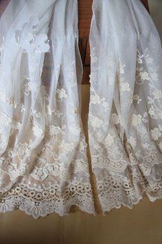 1 YD bellissimo motivo ricamato pizzo nastro di taglio netto abito da sposa ca. 0.91 m