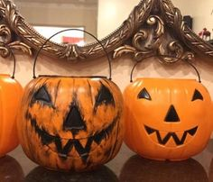 Turn a basic plastic Halloween candy pumpkin into something a little more SCARIER! Casa Halloween, Halloween Queen, Creepy Halloween, Halloween Projects, Diy Halloween Decorations, Holidays Halloween, Vintage Halloween, Halloween Pumpkins, Happy Halloween