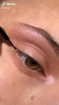 natural eye look Makeup Eye Looks, Eye Makeup Steps, Skin Makeup, Eyeshadow Makeup, Doll Eye Makeup, Eyeshadow Tutorial Natural, Natural Eyeshadow, Natural Eye Makeup, Romantic Eye Makeup