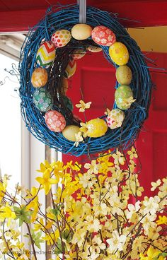 This is a easy spring decor project! DIY Easter Egg Wreath.